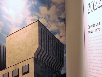 Milano, La Scala cresce: arriva la torre uffici (con sala prove ipogea) firmata Mario Botta-Emilio Pizzi – L'edificio si ispira alla Torre Velasca. Alla base una sala prova alta 14 metri completamente ipogea